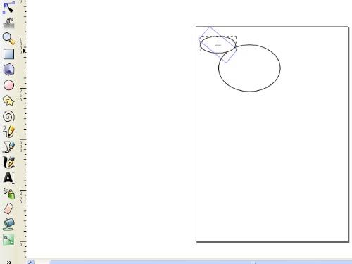 Tarsius Membuat Oval untuk Kuping